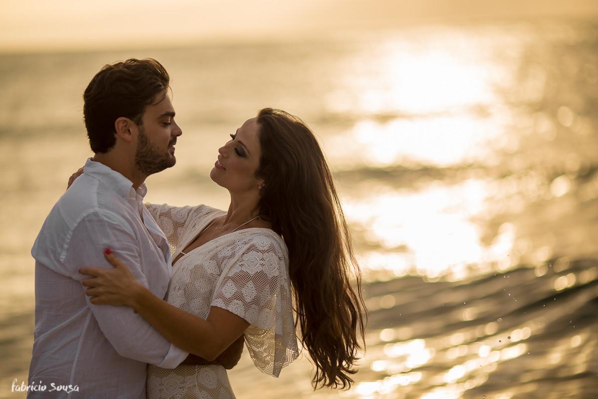 por-do-sol dourado no ensaio pre-casamento de Andrea e Leonardo em Santo Antonio de Lisboa