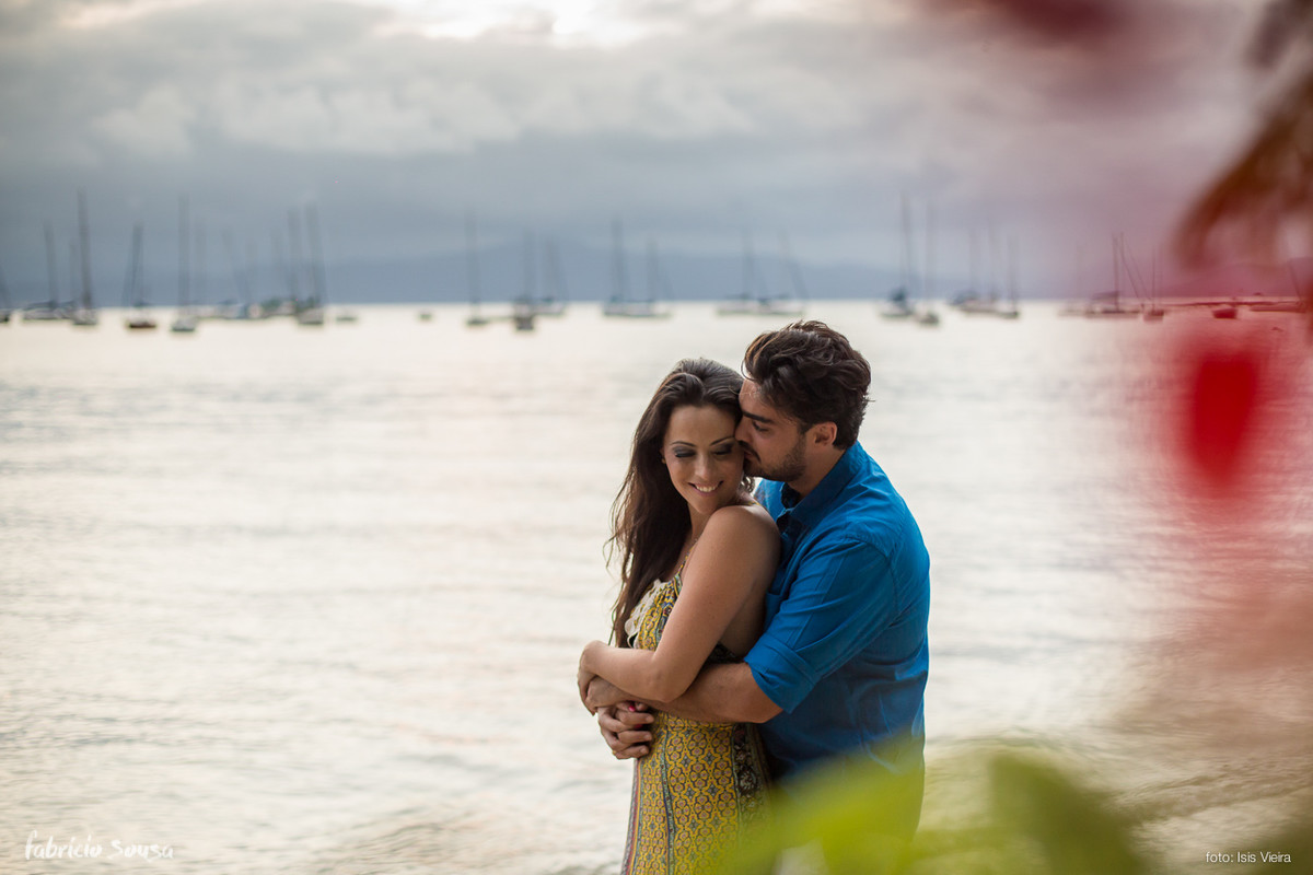 chamego na praia no ensaio pre-wedding