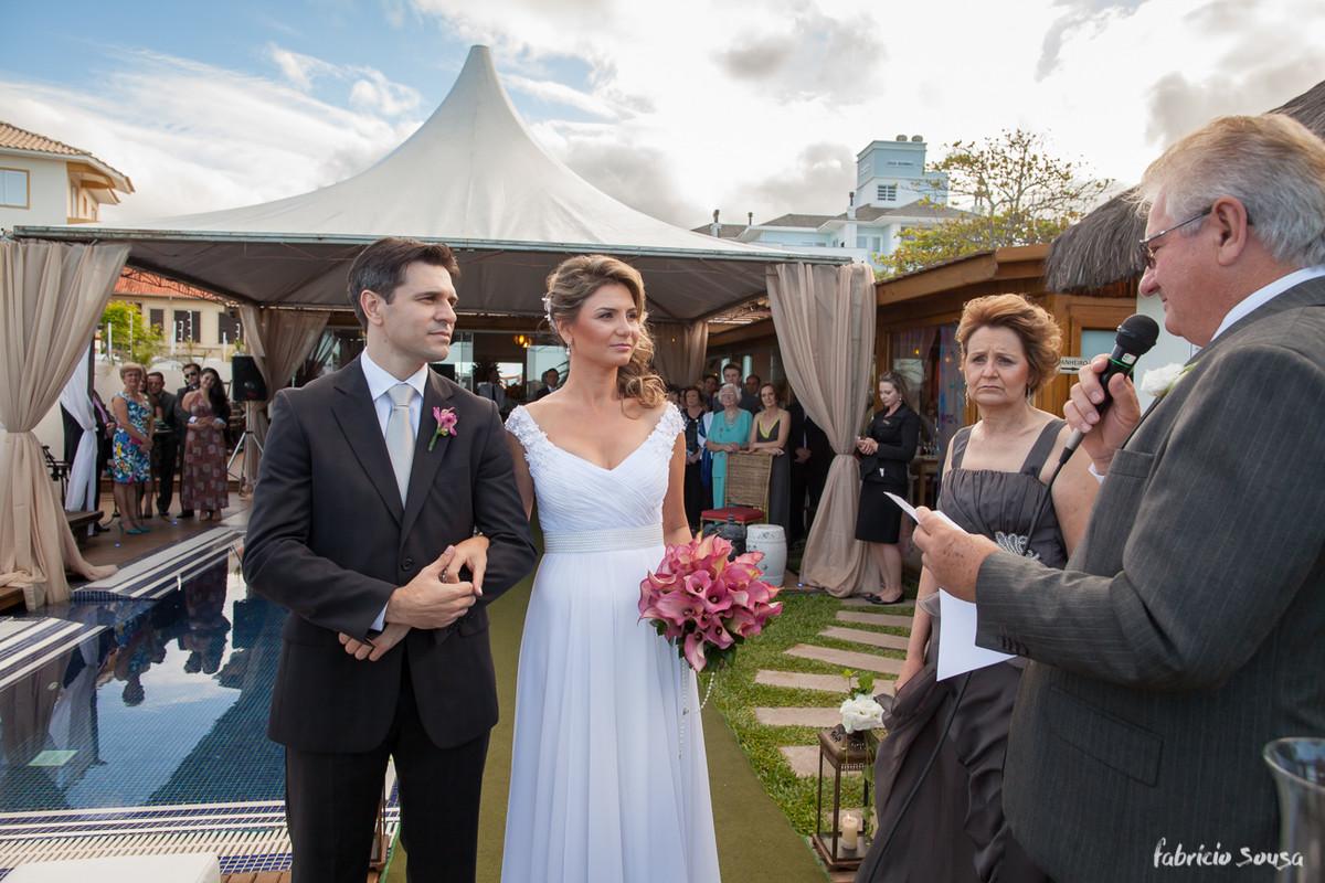retrato do casal durante a cerimonia