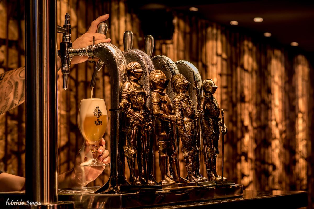 as torneiras super estilosas do bar sirblack pub
