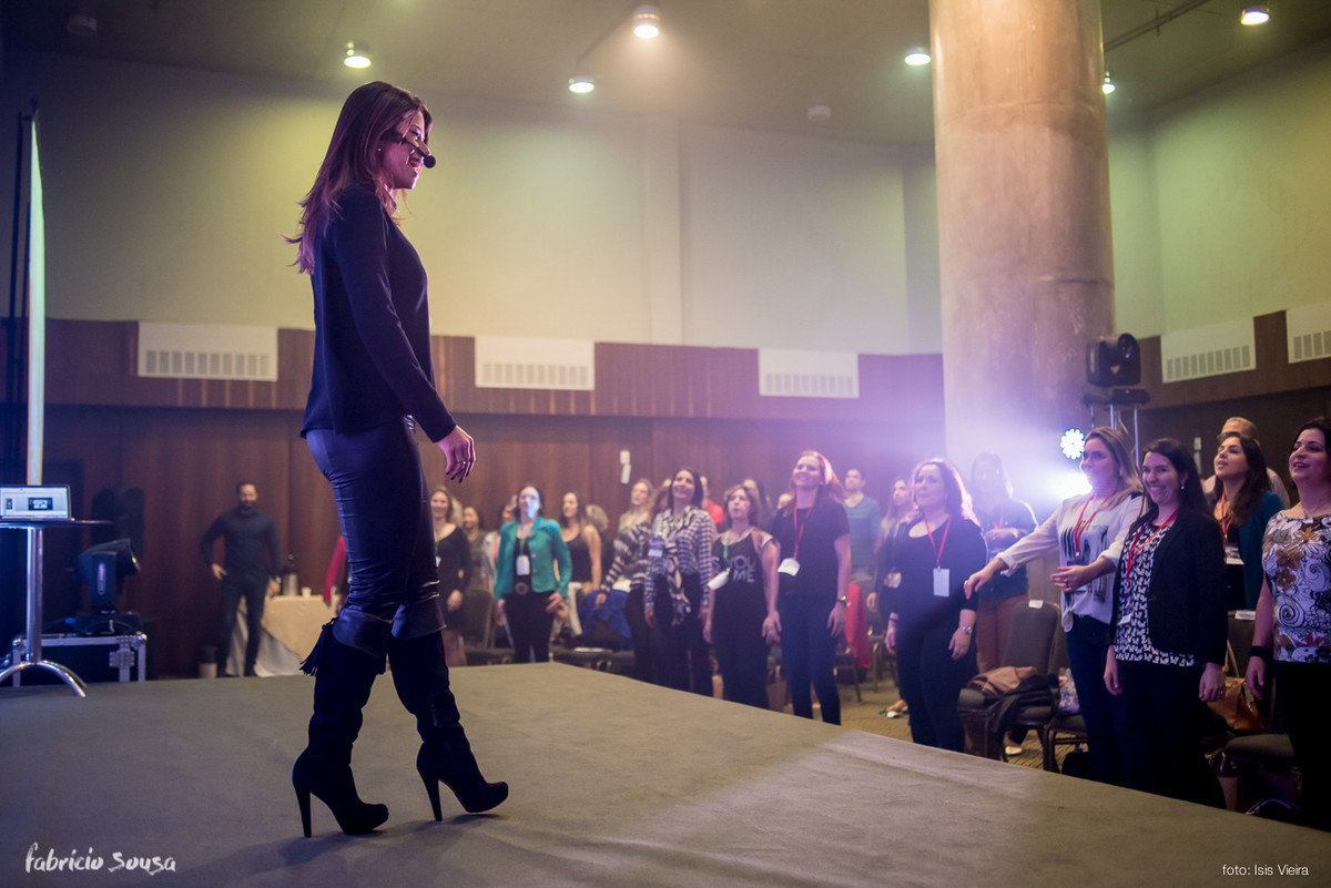 Karina Peloi nutricionista palestrando