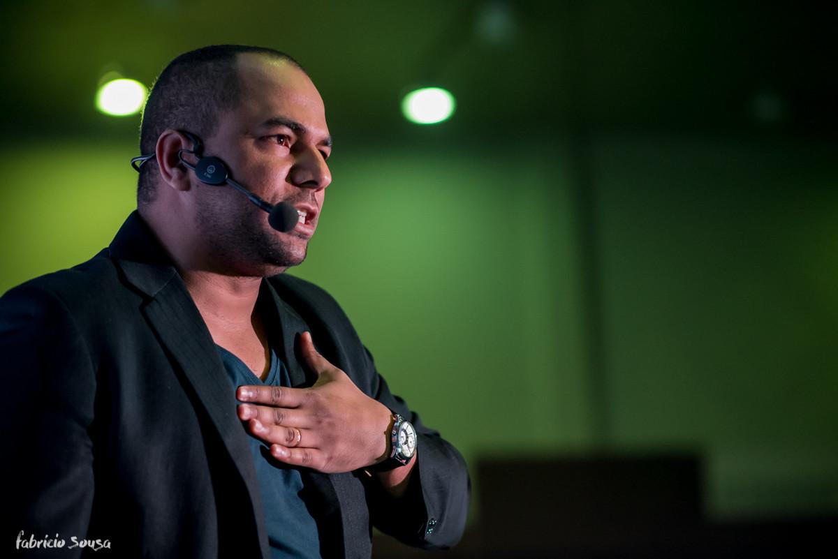 o coach de voz Ricardo Silva dando ótimas dicas de oratória