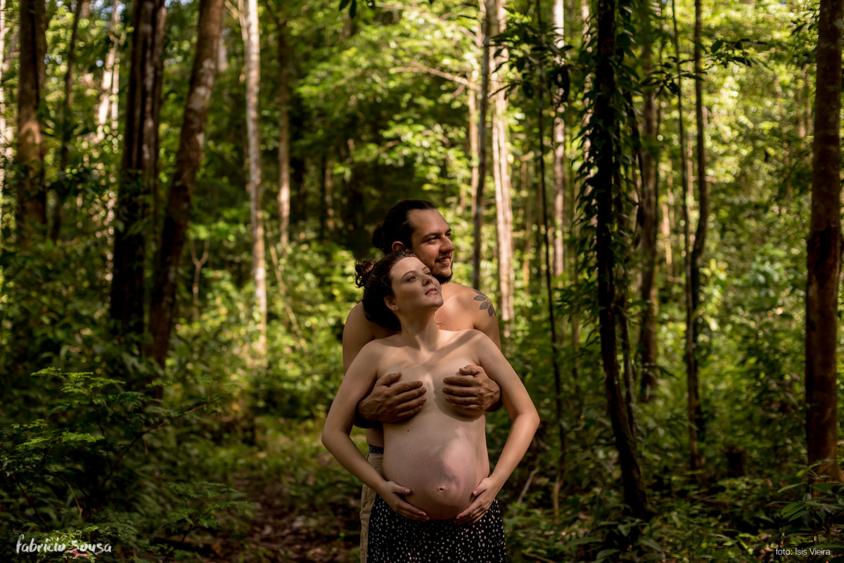 ensaio encalorado na floresta tropical