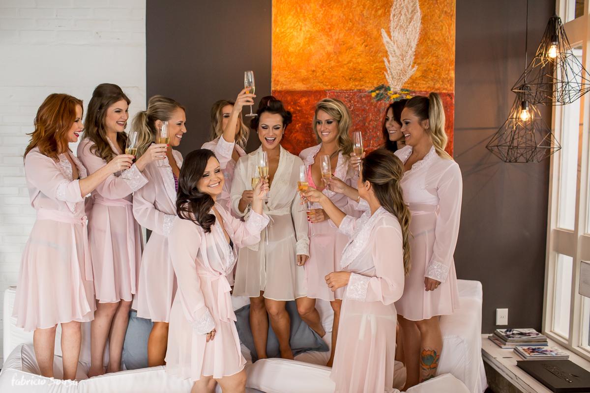 madrinhas fazendo a festa no making of no Felissimo Exclusive Hotel