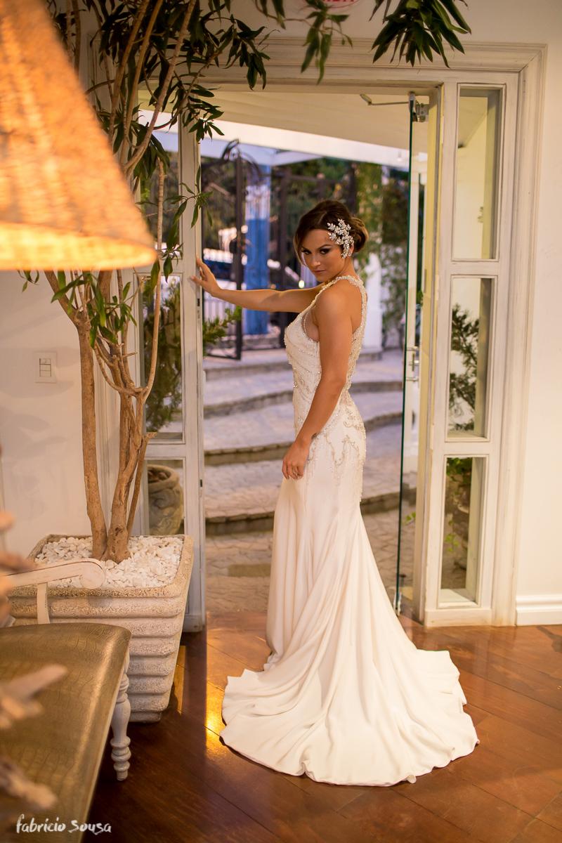 belo retrato da noiva Alice Matos pronta momentos antes de sua cerimonia