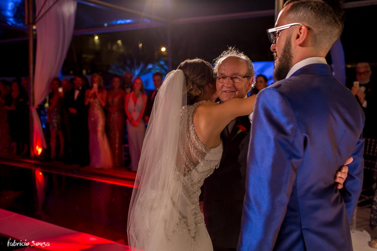 abraço da noiva em seu pai