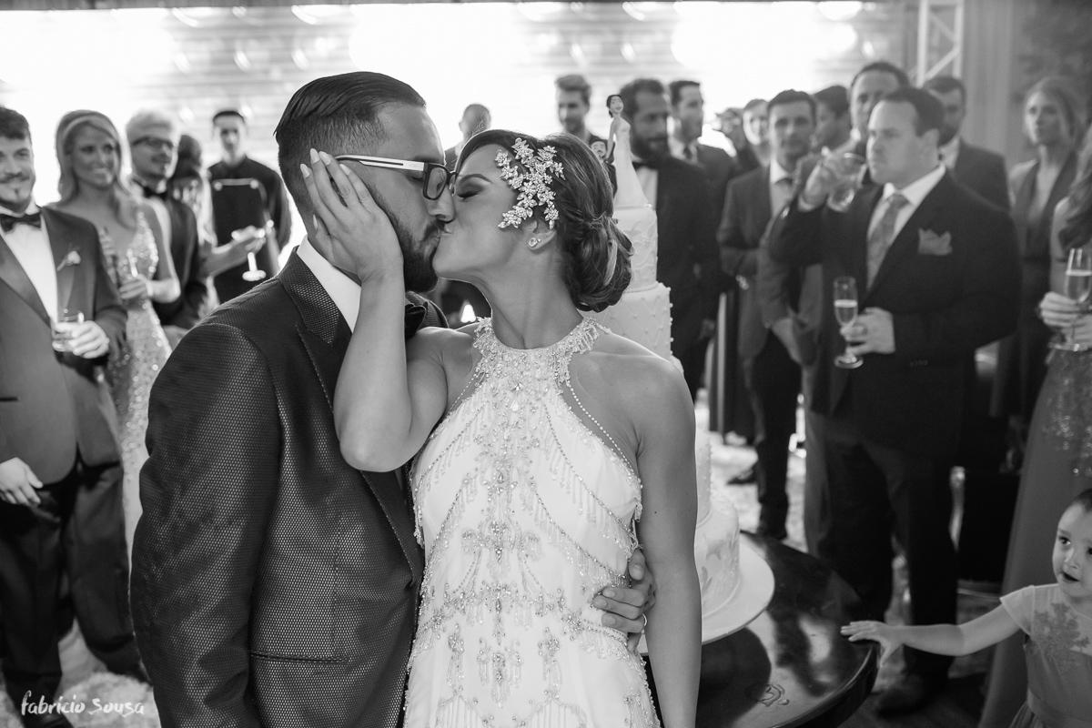 o beijo de casados na festa