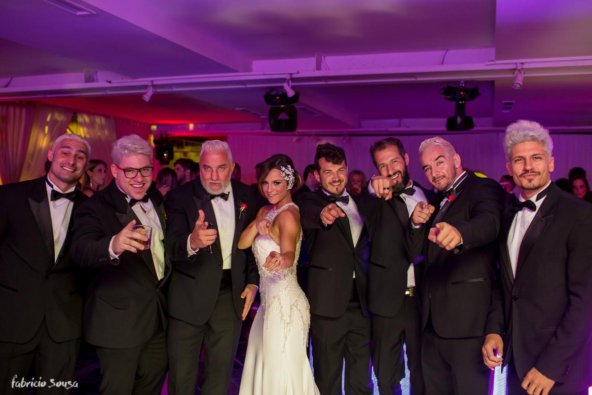 retrado da noiva com padrinhos