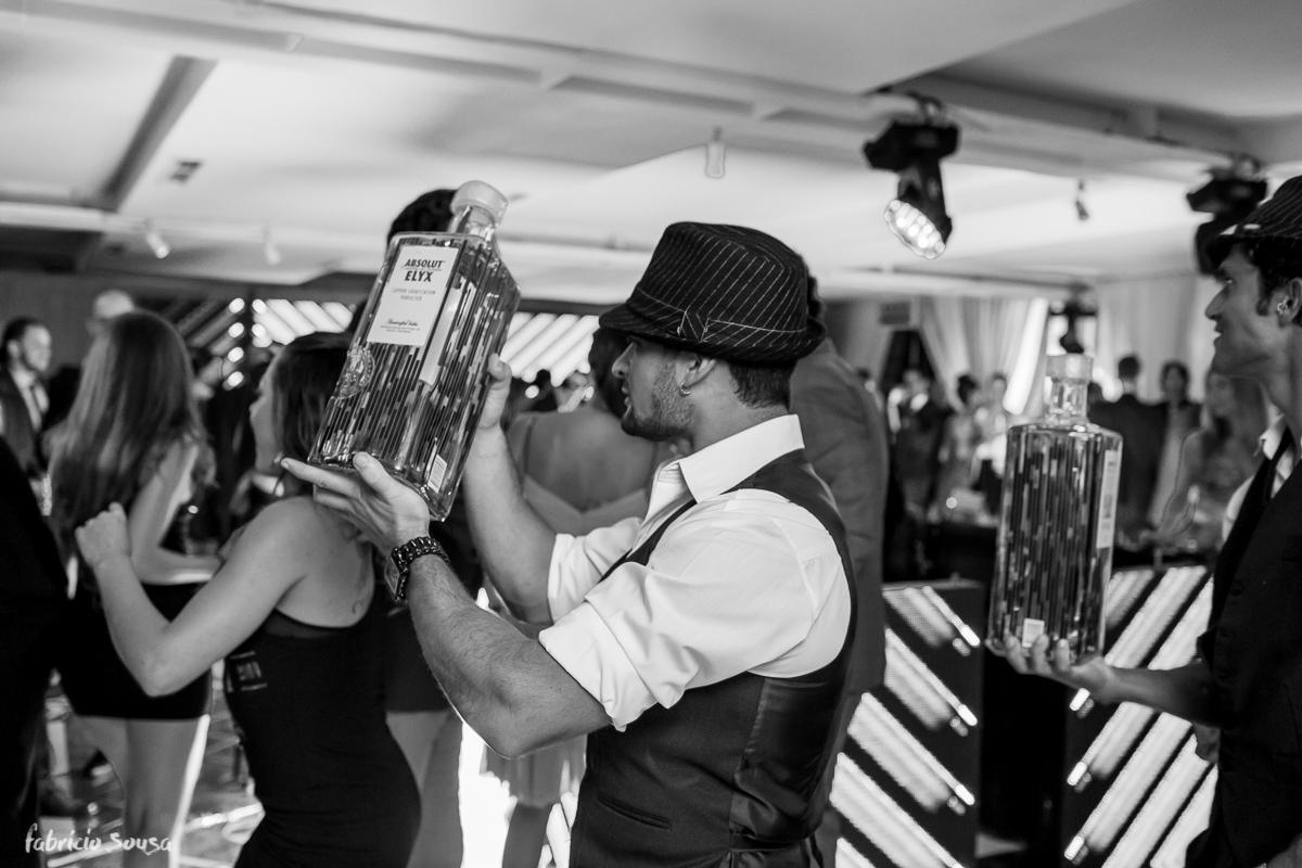 bebida entrando na balada forte no casamento e Alice Matos e Giulliano Puga