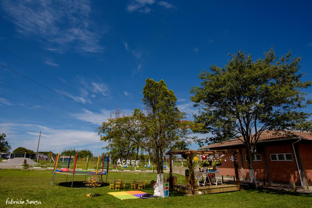 aniversário em ambiente externo - brincadeiras no gramado - ACREF Unisul