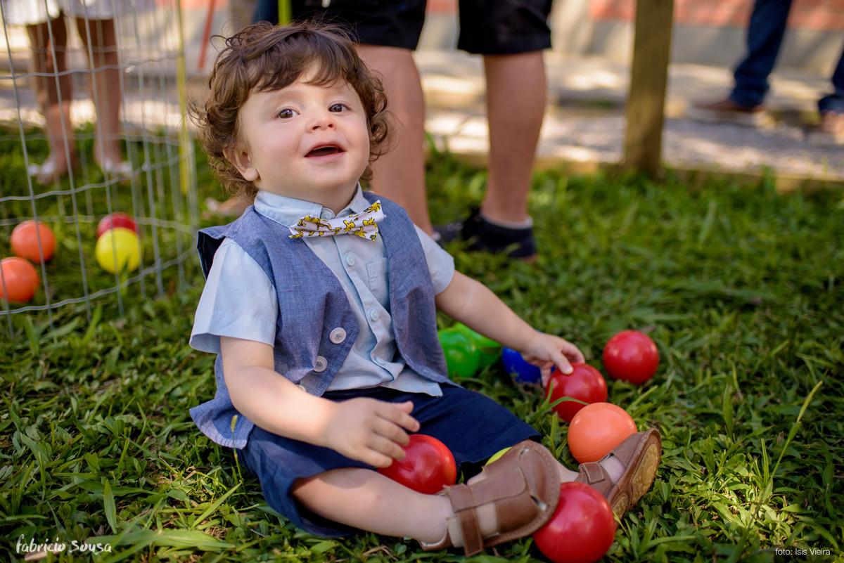 Caetano completa 1 ano e brinca no gramado com bolinhas em Tubarão