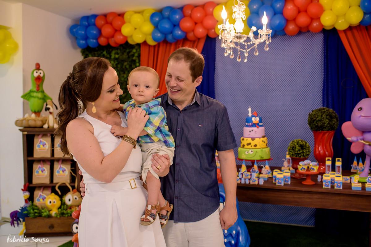retato dos pais com o bebê no primeiro aniversario