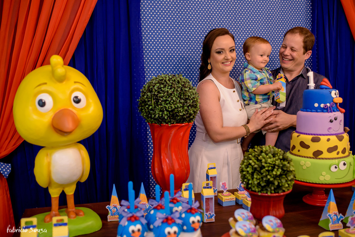 retrato do casal com o filho no aniversário de 1 ano