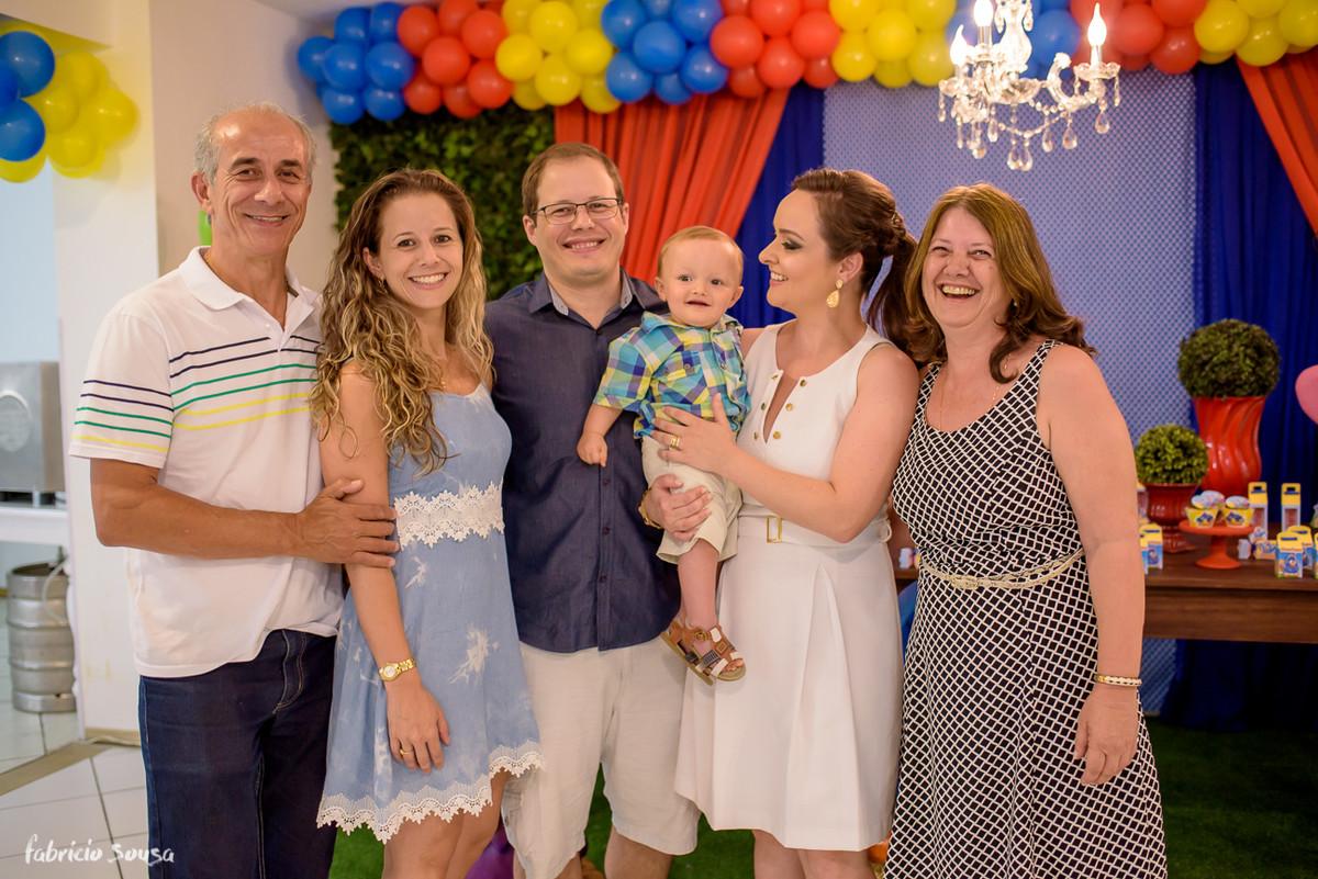retrato de familia no aniversario do Henrique no Balangolé - titia vovó pai mãe