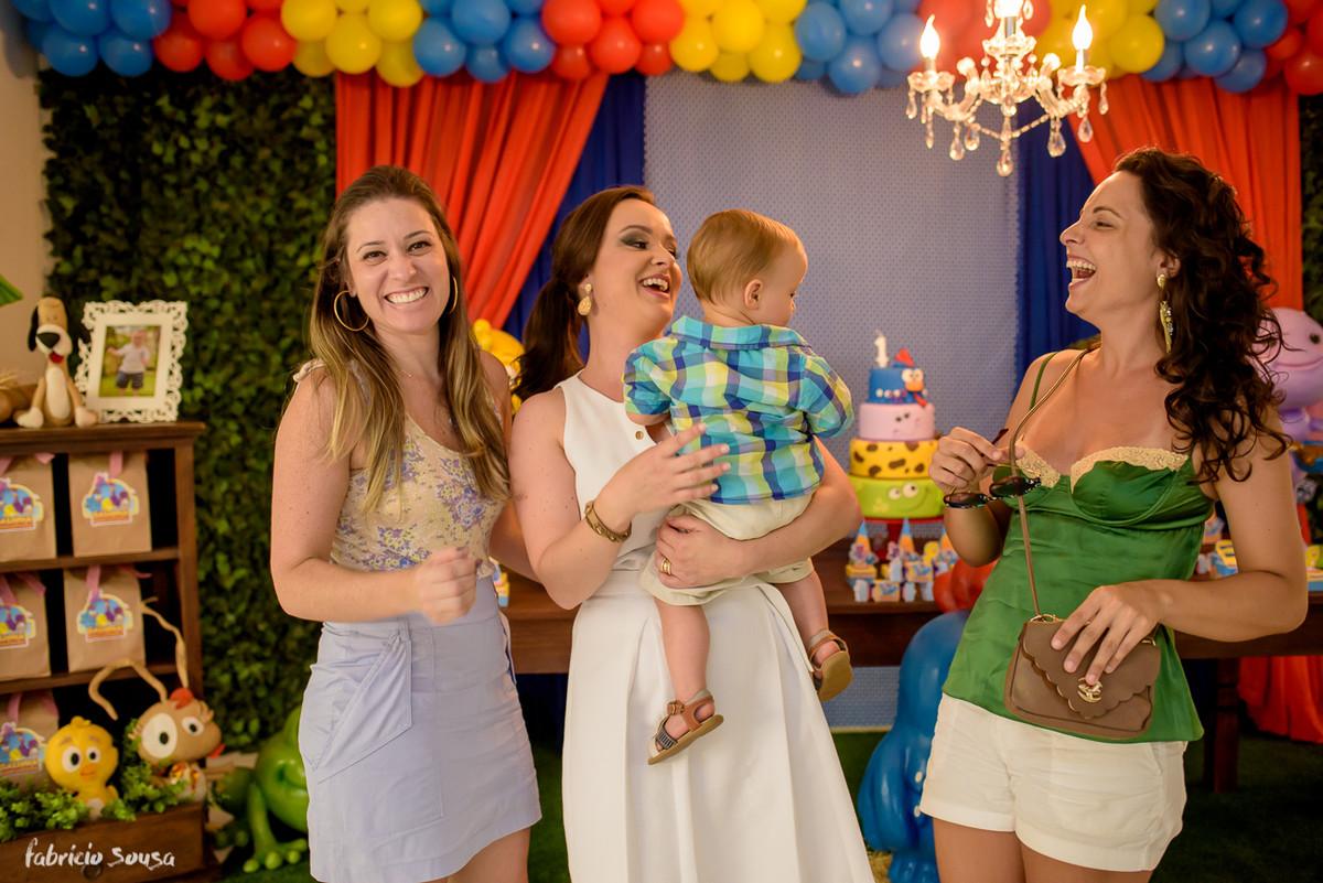 retrato da mamãe com filhote e as amigas
