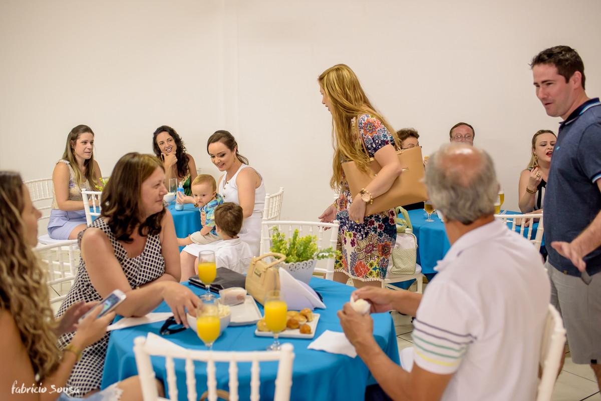 interação de todos os convidados na festa de aniversário do Henrique