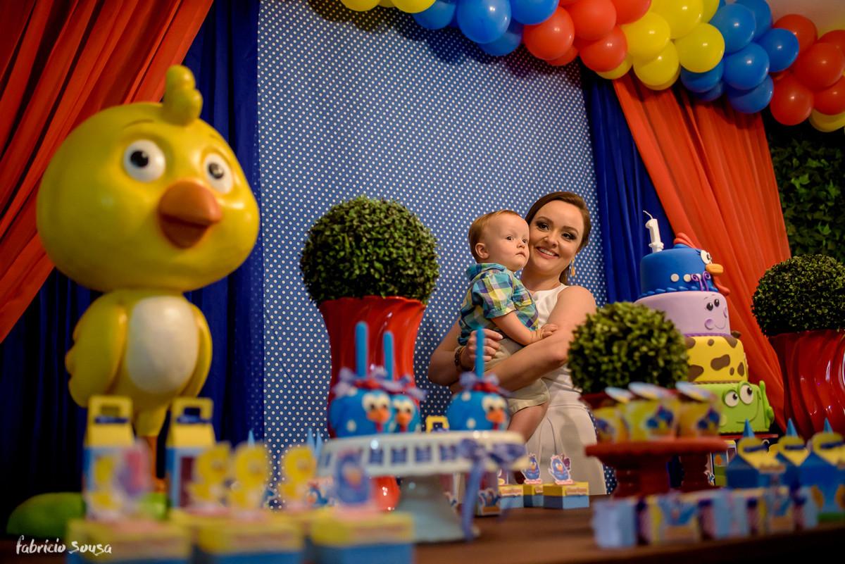 retrato da mamãe com filho no bolo da galinha pintadinha