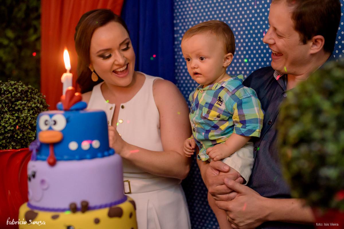 hora do parabéns - papai e mamãe cantando parabéns pro Henrique