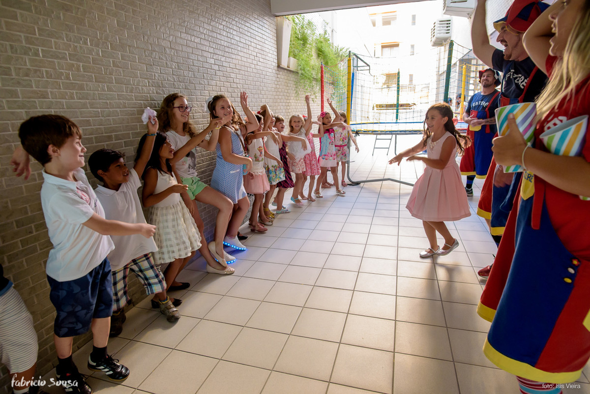 crianças brincam com animação infantil Festerê