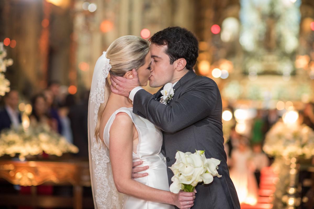 Imagem capa - ESPECIALISTA - Marina Fava - Como escolher as fotos do álbum de casamento? por Vanessa Aune