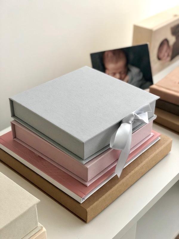 Imagem capa - Caixas em Tecido com Fotos Fine Art por Milene Gensas