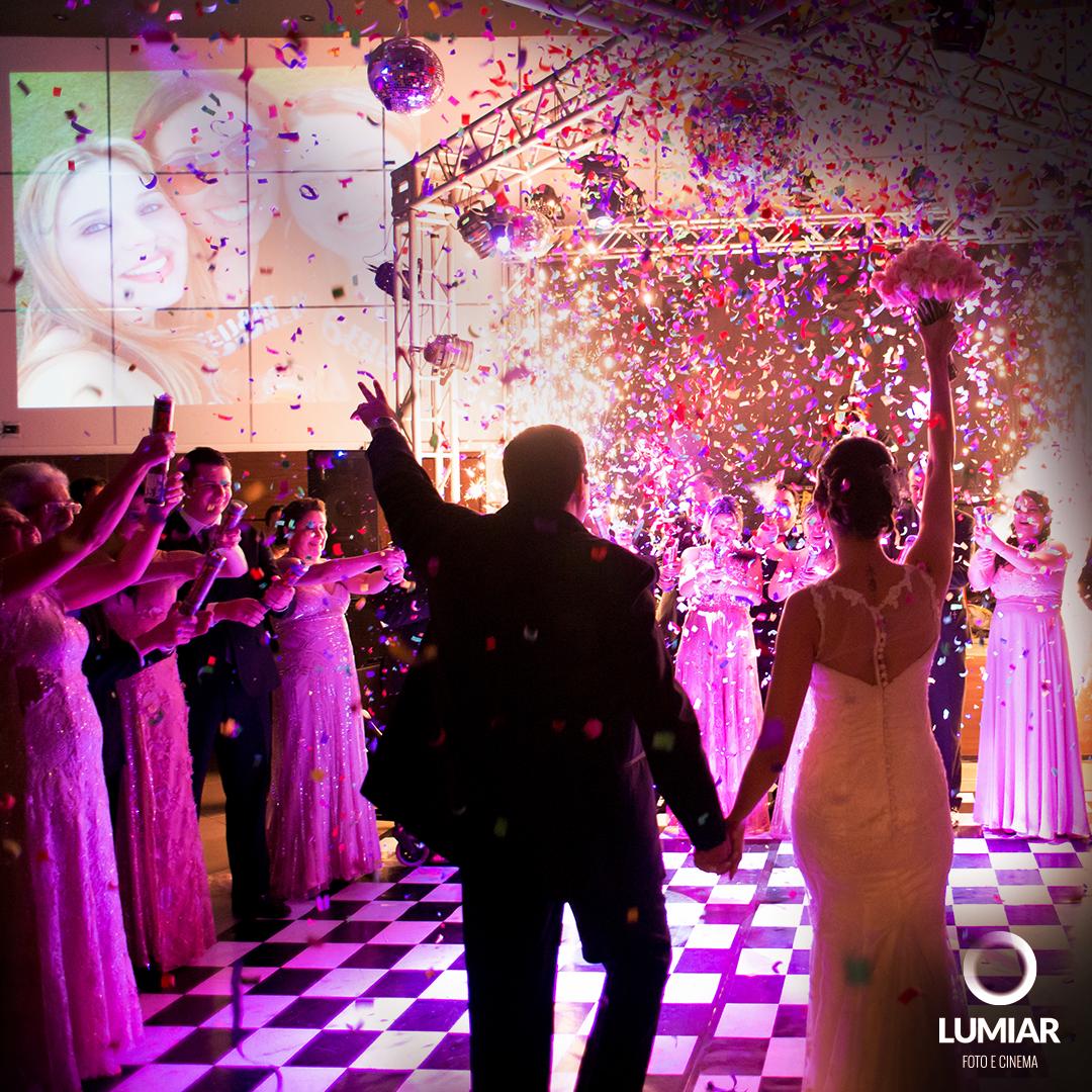 Imagem capa - DJ, solta o som! Dicas para animar a pista de dança por Claudemir Tabosa Silva ME