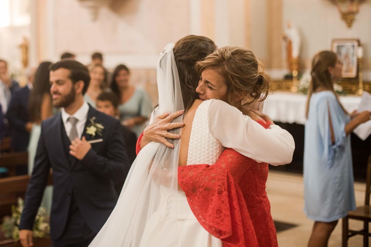 abraço da mãe da noiva