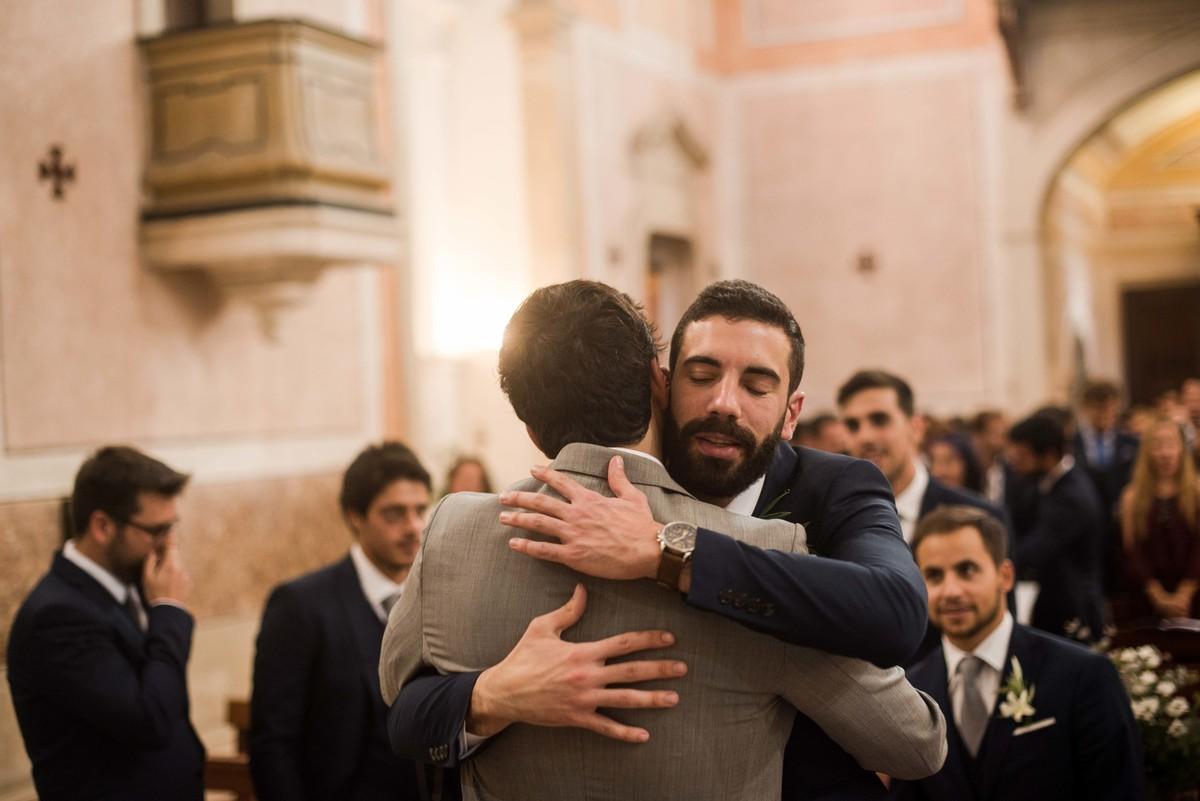 abraço ao noivo