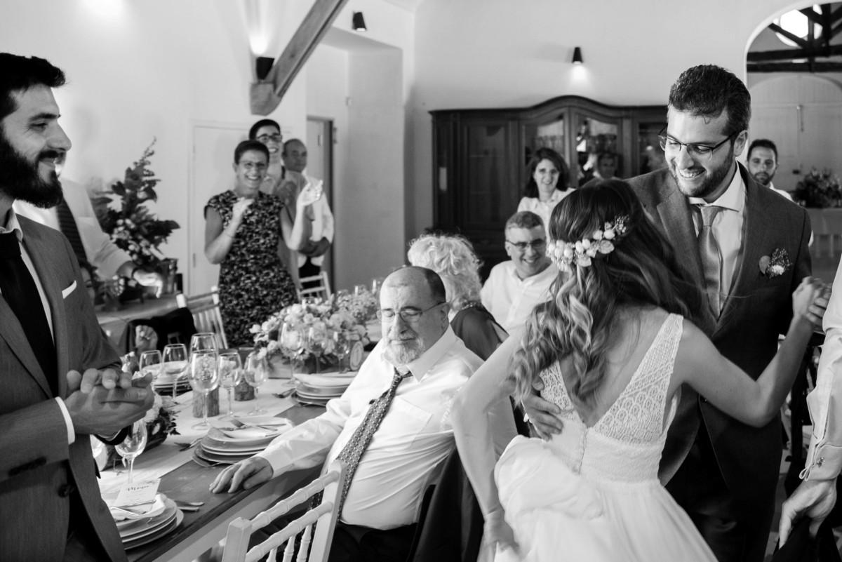 Imagem capa - Entrada dos noivos : A história do Tio do Casamento por Mariana Castanheira