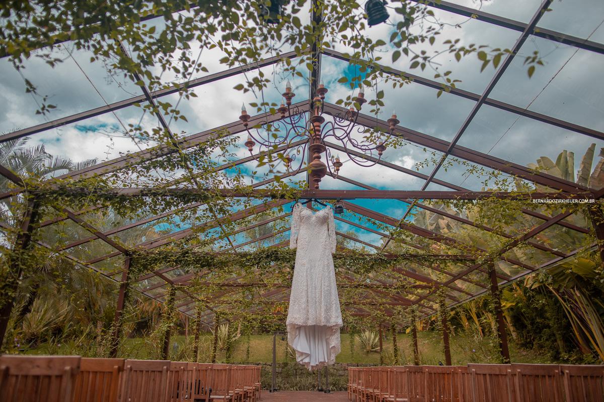 Imagem capa - Casamento no Vale dos Sonhos, literalmente. por Bernardo Zirkheuer