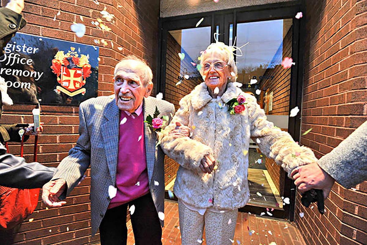 Imagem capa - Homem de 97 anos se casa com mulher de 90 e diz: