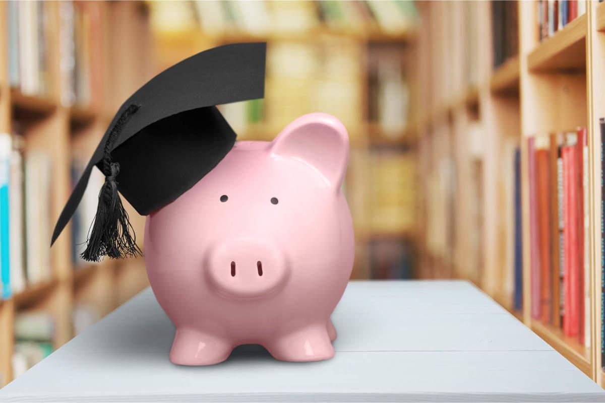 Imagem capa - Como arrecadar dinheiro para formatura? por Daniel Brito Studio Formaturas