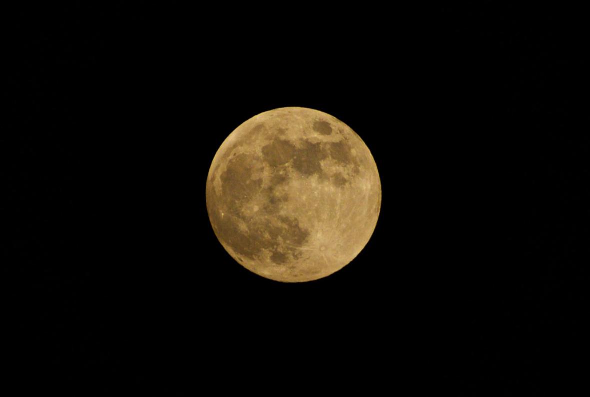 Imagem capa - Lua Cheia de Morango. por Marcelo Hide