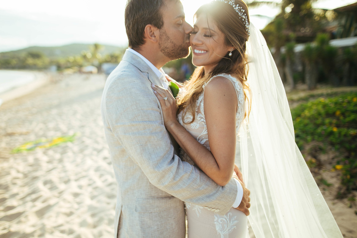 Imagem capa - Búzios, o Destino Favorito Para Casamentos Bilíngues no Brasil .  por EF Cerimonial