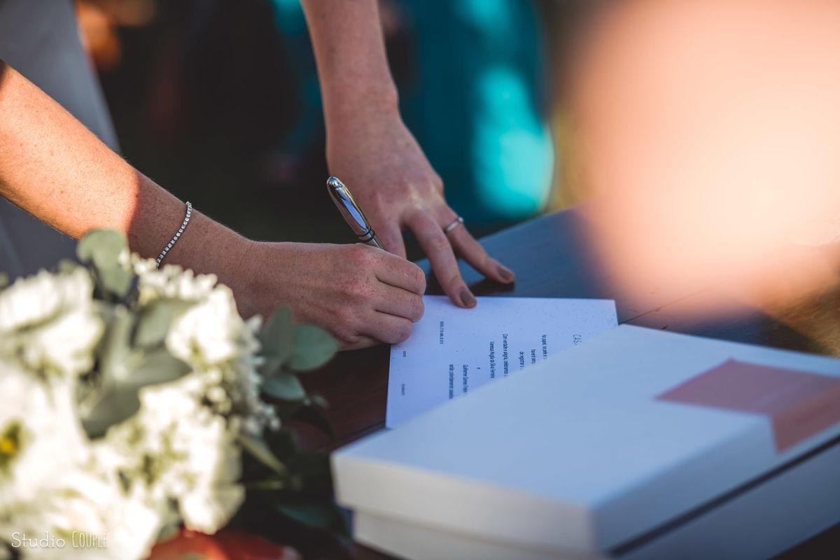 Imagem capa - Casamento Civil em Búzios: O que Você Precisa Saber por EF Cerimonial