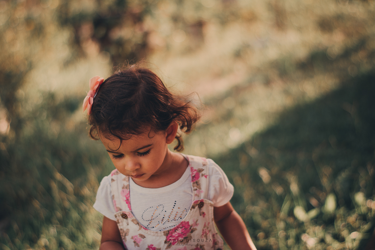 Ensaio de criança no campo