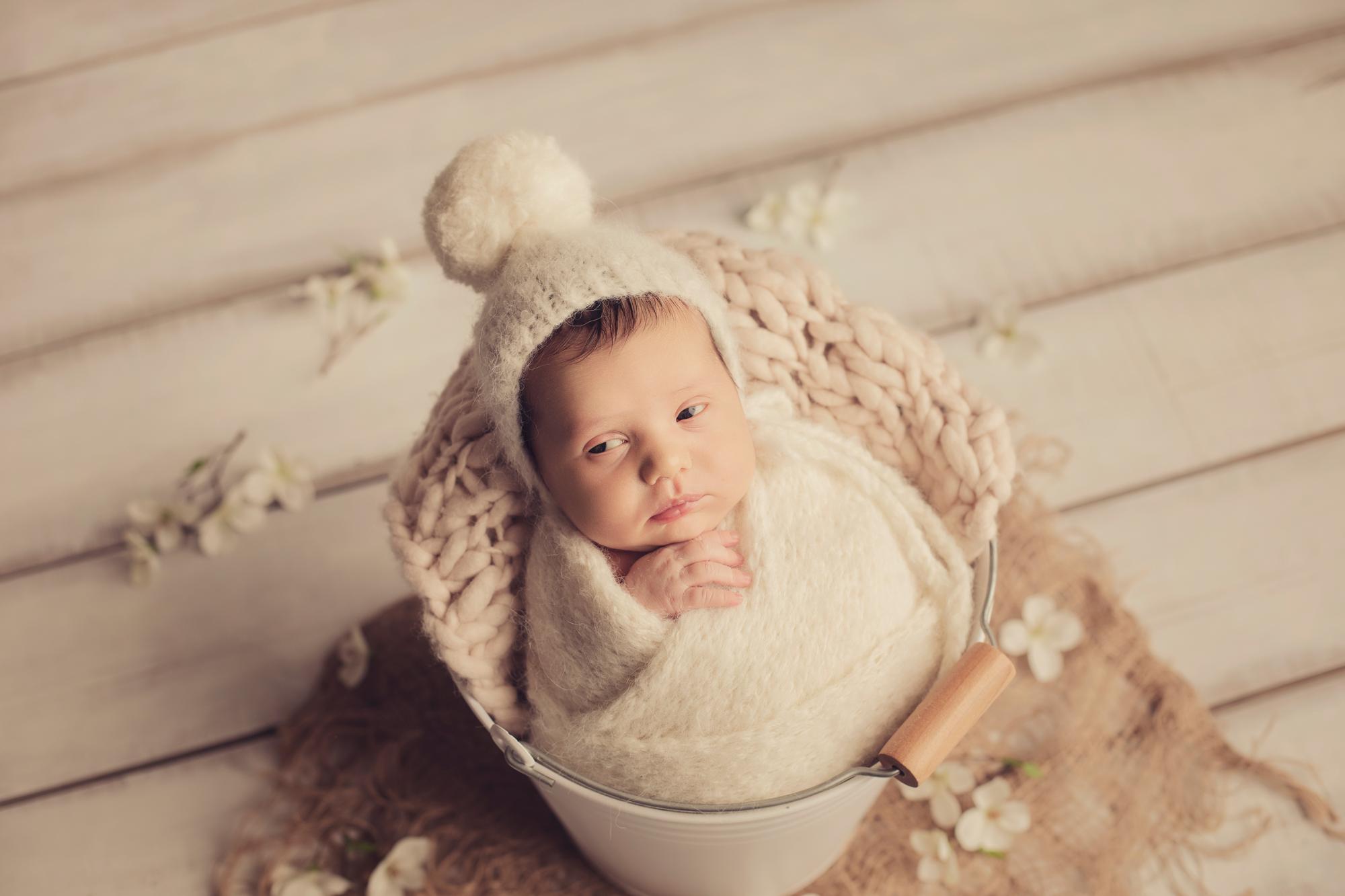 Contate Hallo Studio - Fotografia de recém-nascidos, grávidas, bebés, crianças, famílias e batizados em Castelo Branco, Portugal