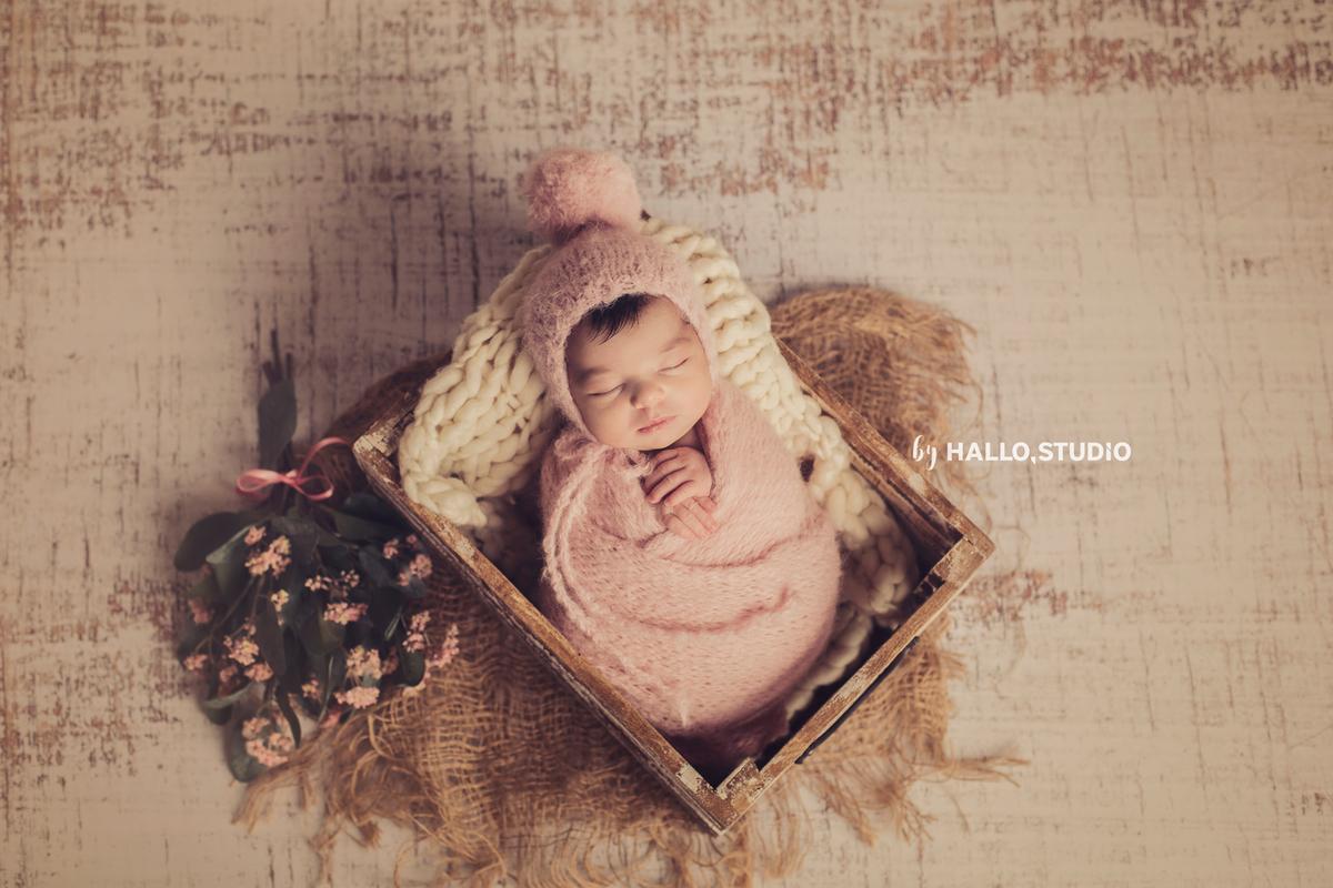 Imagem capa - Sessão de recém-nascido: a mais especial que jamais se irá repetir por Hallo Studio