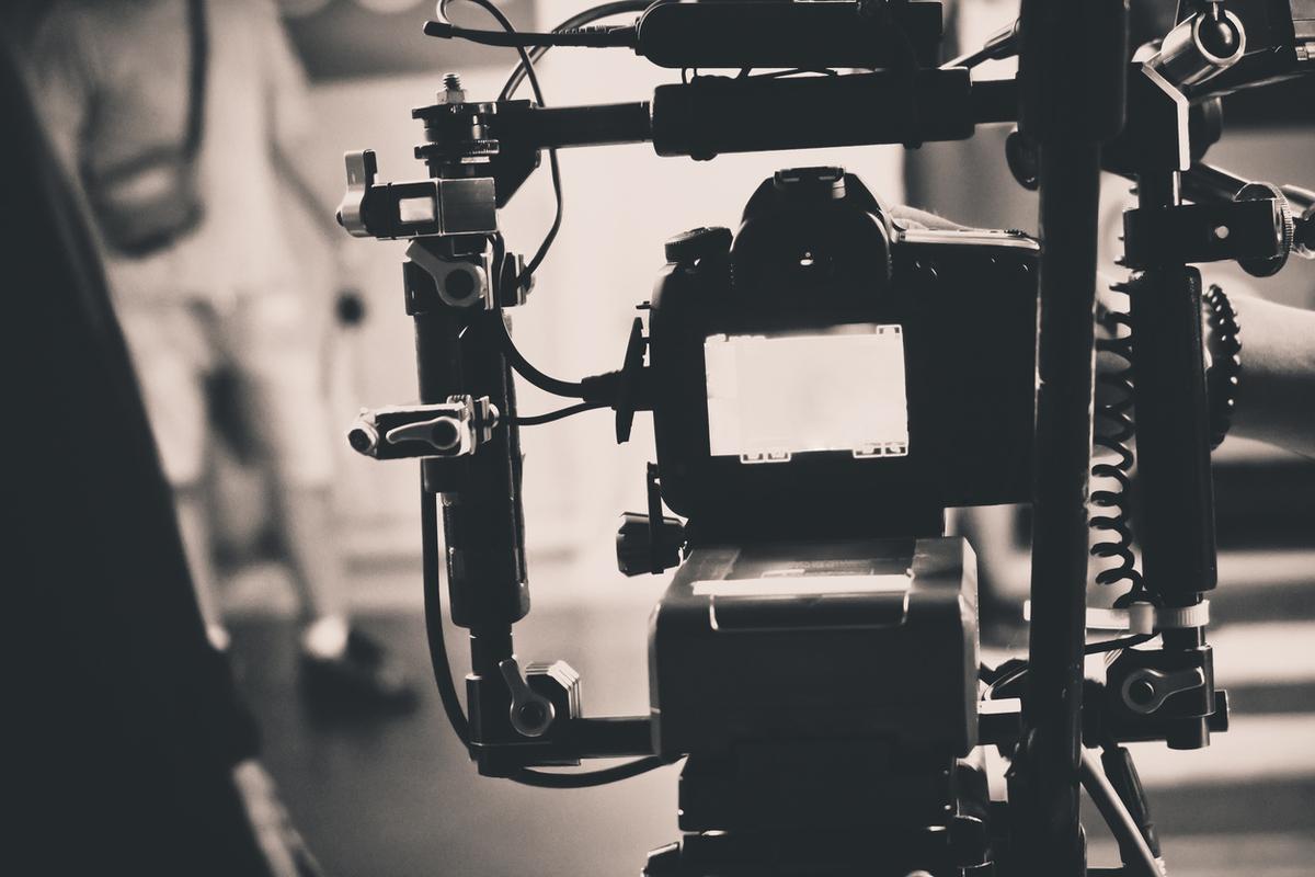 Imagem capa - FILMES PUBLICITÁRIOS – Faça com que as pessoas apaixonem se por sua marca Institucional Orbita Academia. por Eduardo César