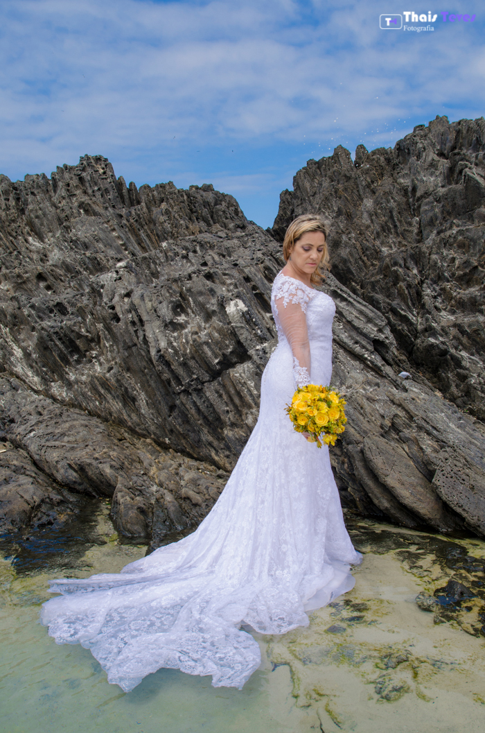 Trash the dress - Ilha do Japonês Cabo frio Arraial do Cabo Thais Teves Fotografia