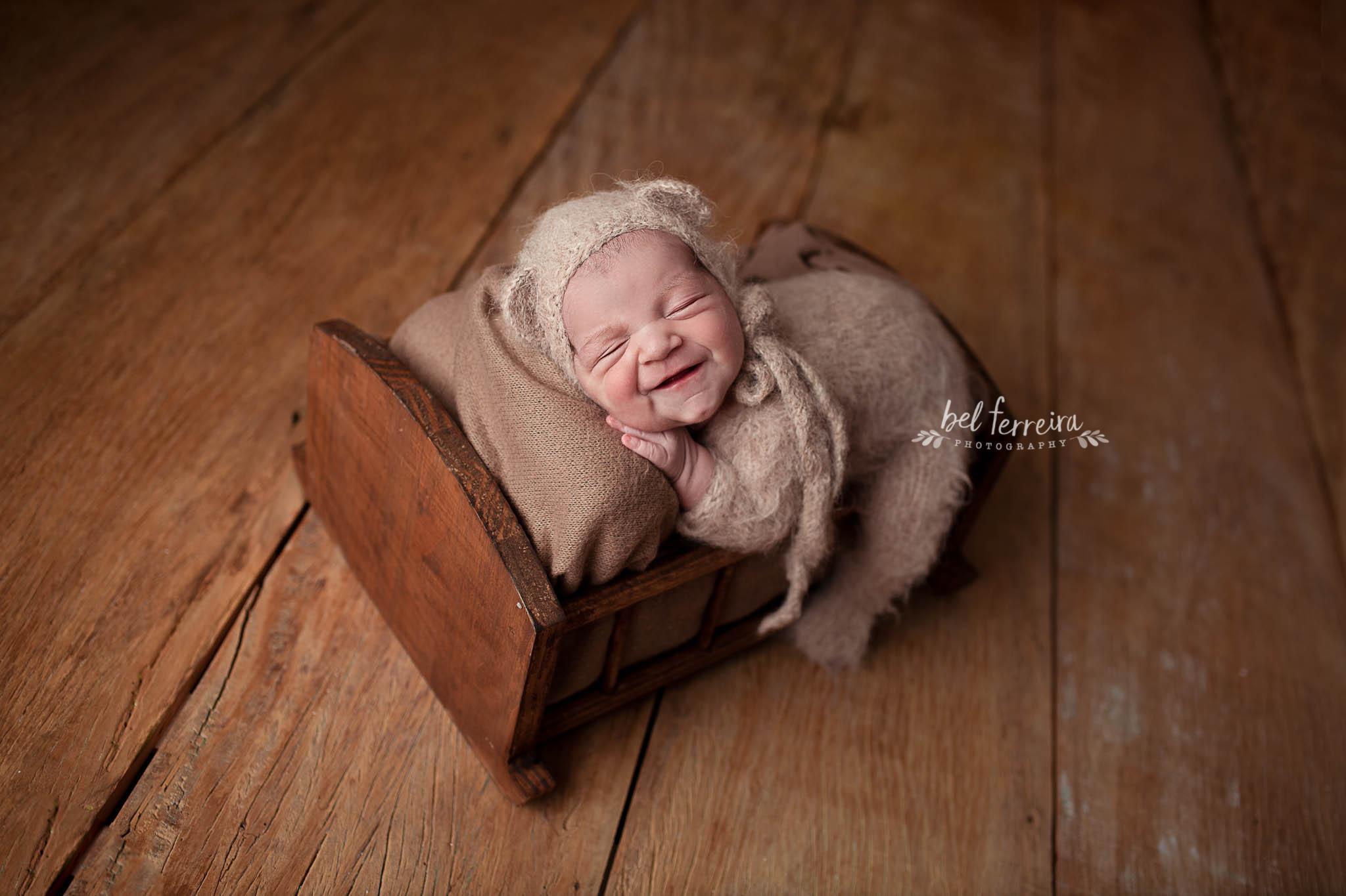 Contate Bel Ferreira - Referência em fotografia de newborn no Brasil - Curitiba PR