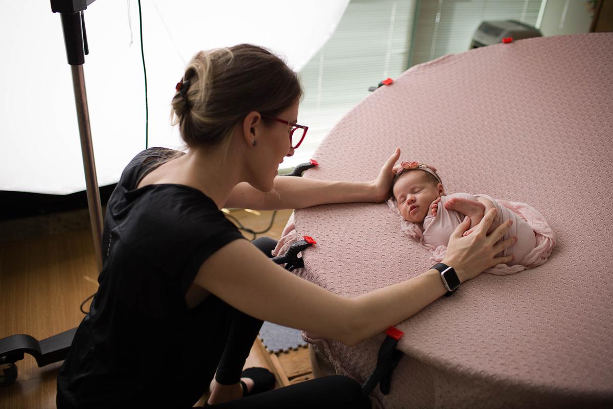 Imagem capa - Como escolher o fotógrafo para fazer a sessão de Newborn do seu bebê? por Bel Ferreira