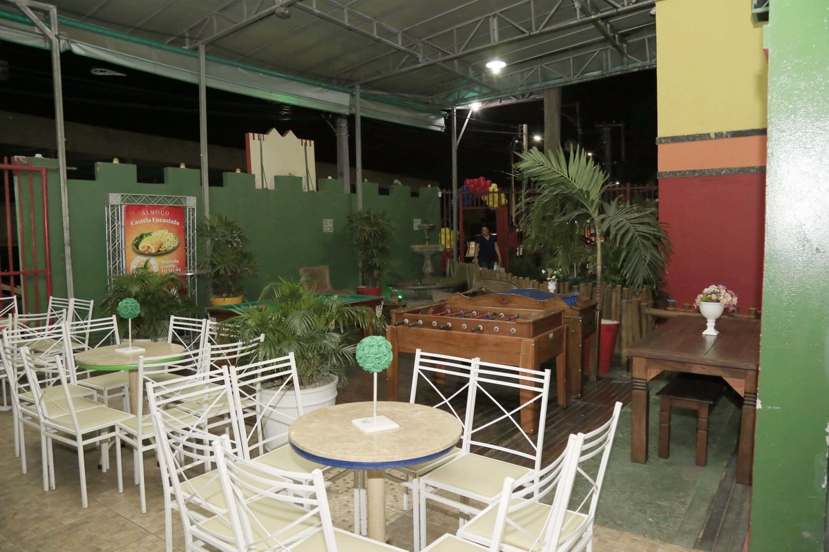 Área Externa e decoração de festa infantil com tema Carros no Buffet Castelo Encantado pela fotógrafa de aniversários Karina Cleto