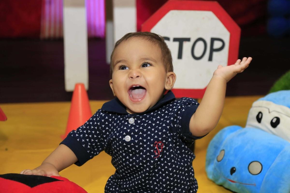 Registrando emoções! Decoração de festa infantil com tema Carros no Buffet Castelo Encantado pela fotógrafa de aniversários Karina Cleto