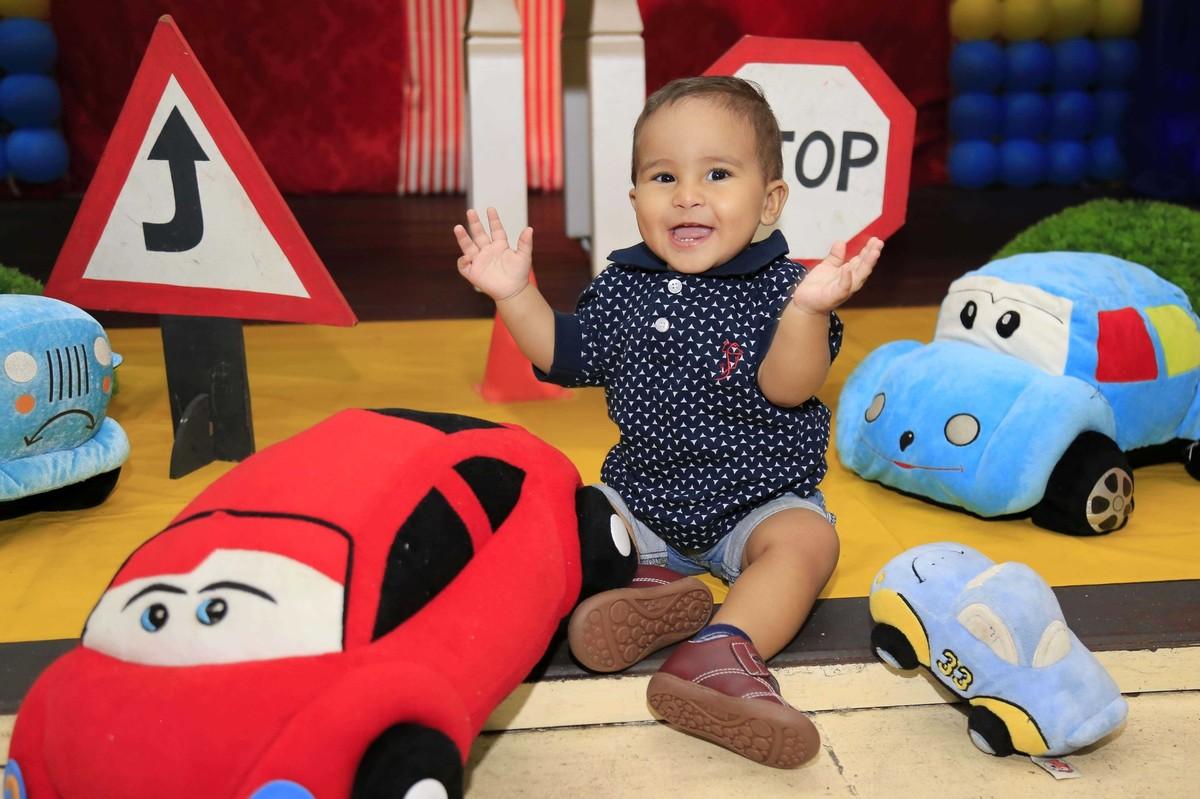 Fábrica de sorrisos. Decoração de festa infantil com tema Carros no Buffet Castelo Encantado pela fotógrafa de aniversários Karina Cleto