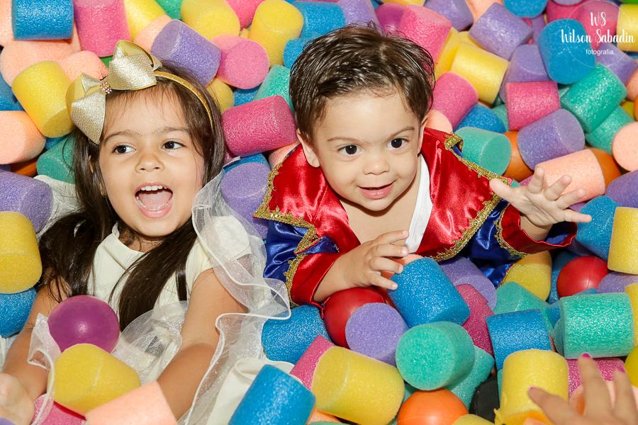Fotografia infantil em Salvador Bahia, festa de aniversário infantil, nicholas com Isabelle