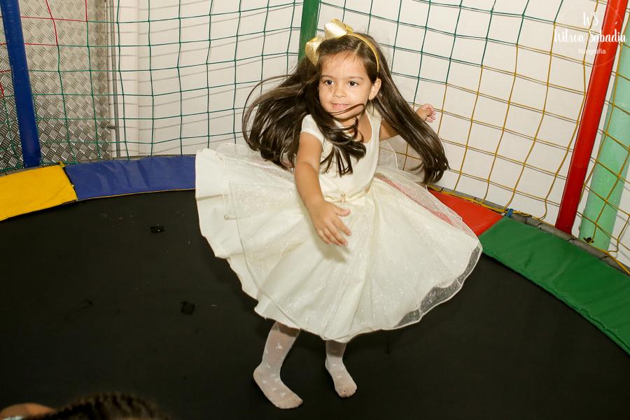 Isabelle no pula-pula, Fotografia infantil em Salvador Bahia, festa de aniversário infantil
