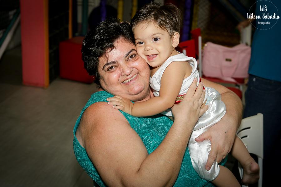 Nicholas com a avó, Fotografia infantil em Salvador Bahia, festa de aniversário infantil