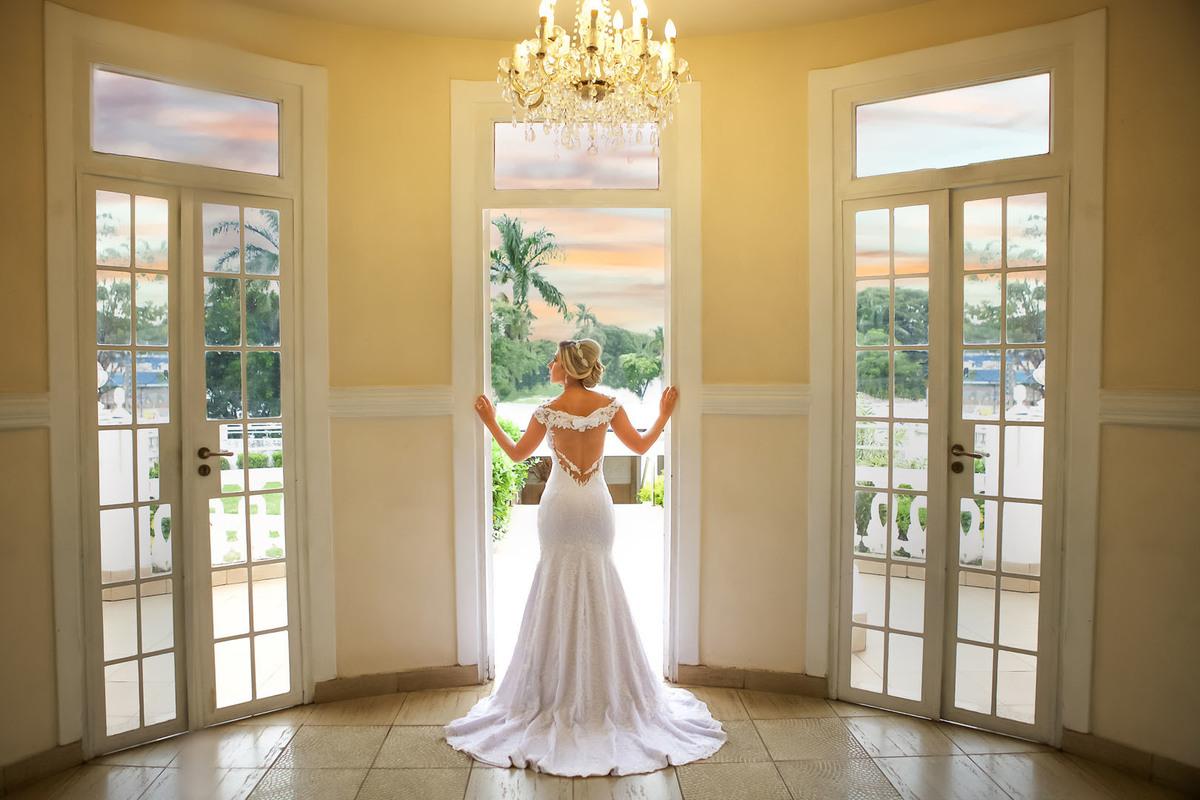 Imagem capa - Ensaio de Pós Casamento de Manoela e Cássio no Miriam Maia Casa de Festas  por FREDERICUS AUGUSTUS DA SILVA