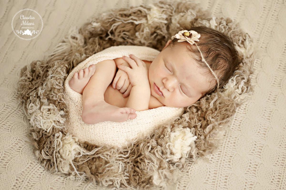 Imagem capa - Por que a sessão newborn é mais cara que as demais? por Claudia Milani Fotografia